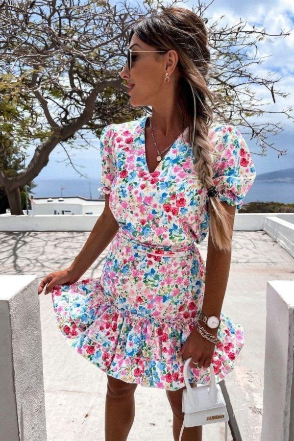 Letné kvetinové šaty s nariasenými rukávmi